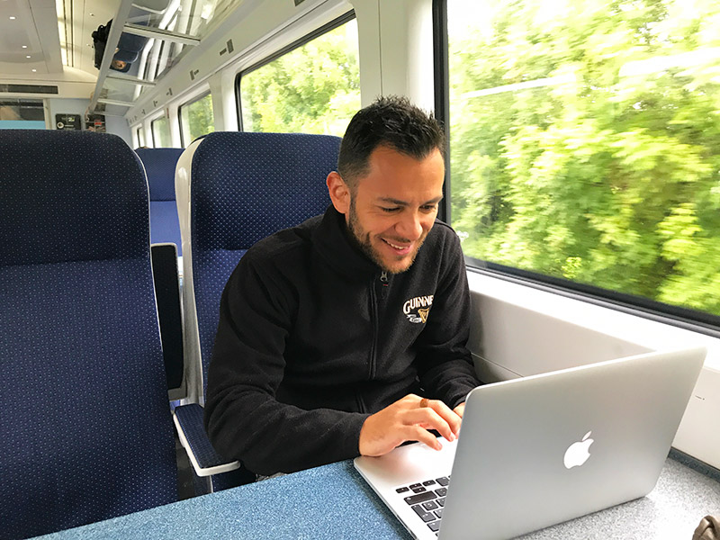 Trabalhando em trem na Irlanda