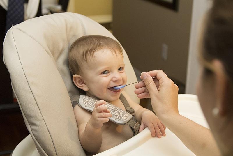 Dá para levar leite no avião para bebê