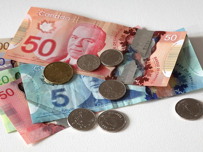 Quanto gasto para estudar 6 meses no Canadá