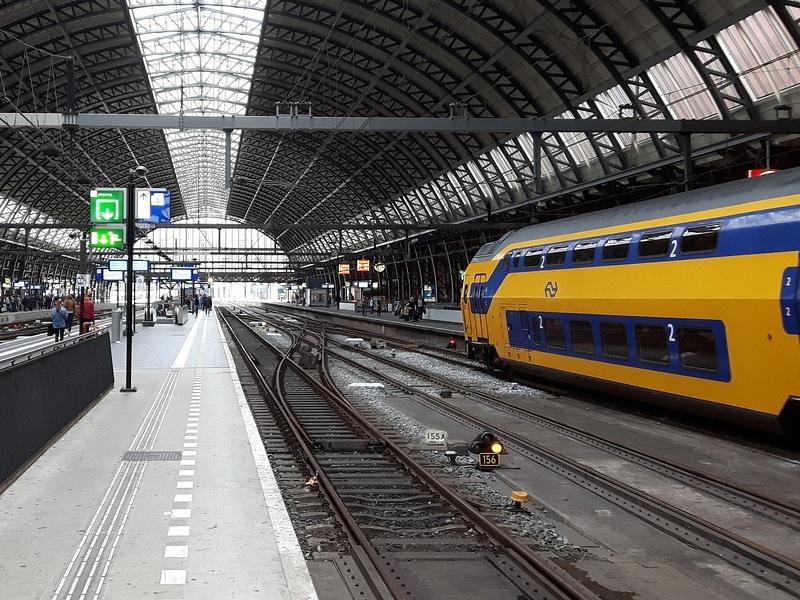 É seguro andar de trem em Amsterdam?