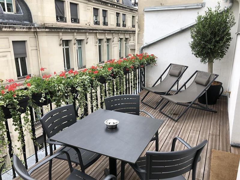 Hotel em Paris com varanda