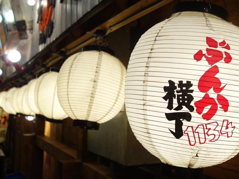 Sair à noite em Tokyo