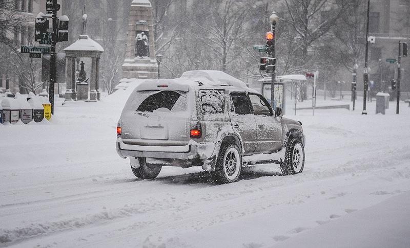 Dirigir carro na neve na Suíça