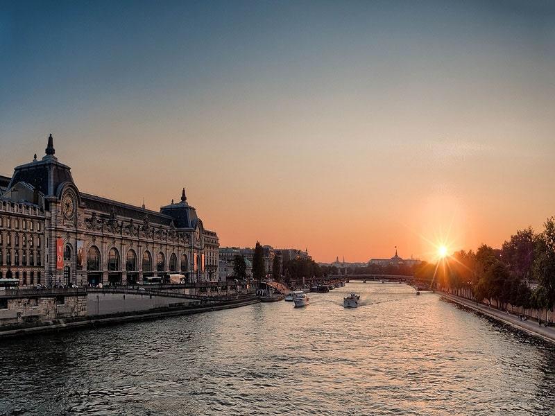 tour noturno em paris no rio sena