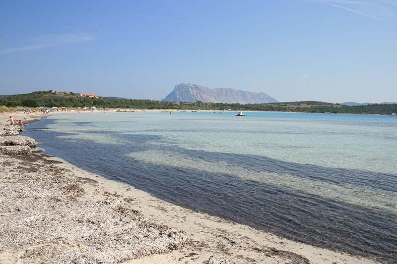 Praias calmas na Sardenha