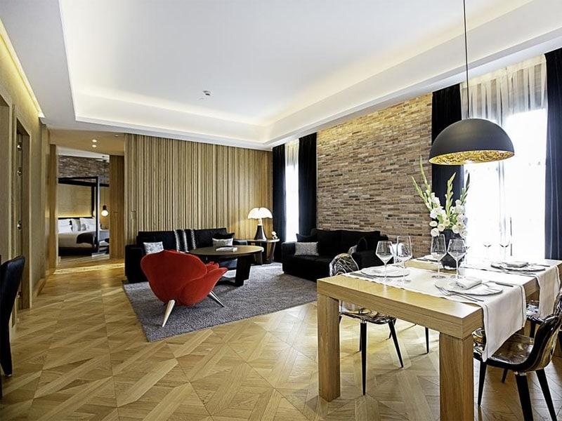 Qual o maior e melhor hotel em Barcelona cinco estrelas