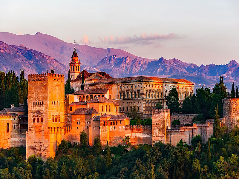 Granada é parada obrigatória no roteiro de trem pela Espanha