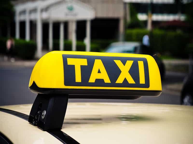 Como usar táxi em Helsinque
