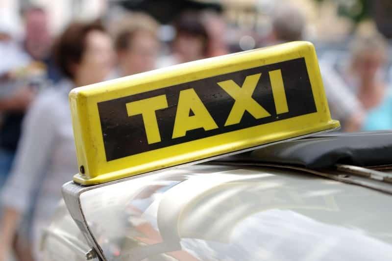 Como andar de táxi em Gênova