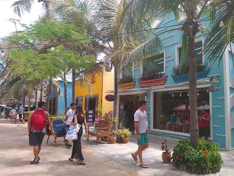 Lojas no Beach Park