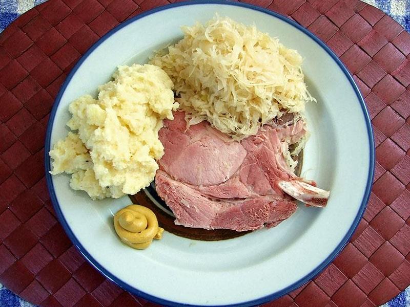 Pratos com carne de porco na Alemanha