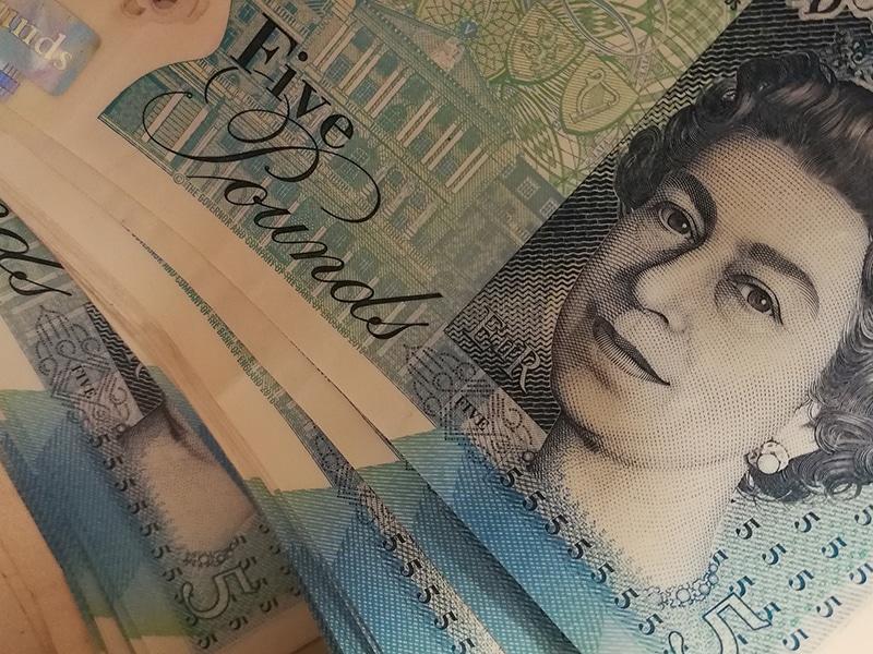 Libra, moeda inglesa.