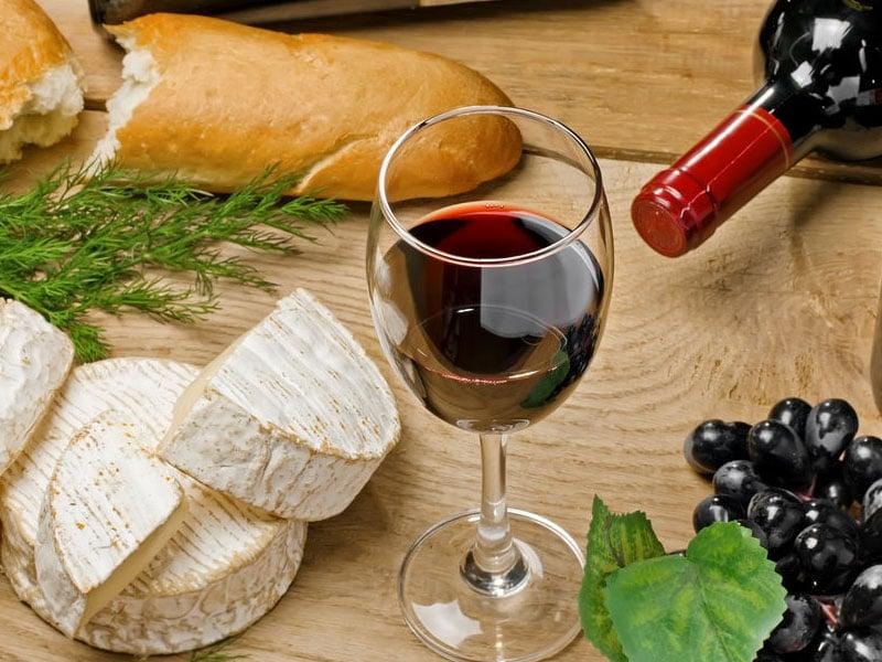 Queijos e vinhos na França