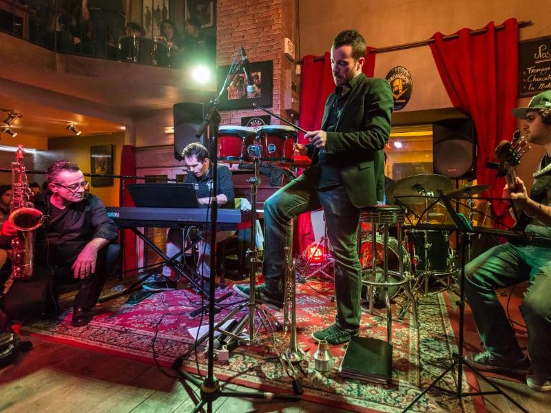 Bares e baladas em Cracóvia com shows