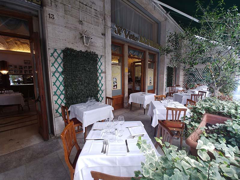 Restaurante com varanda em Roma