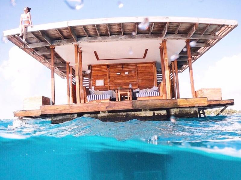 hotéis submersos The Manta Resort