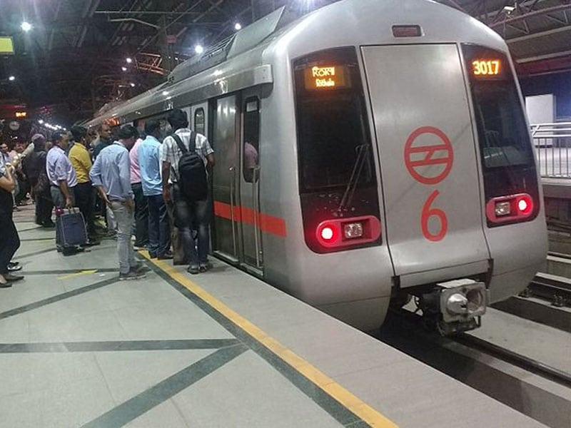 Como ir do aeroporto de Nova Deli para o centro de trem