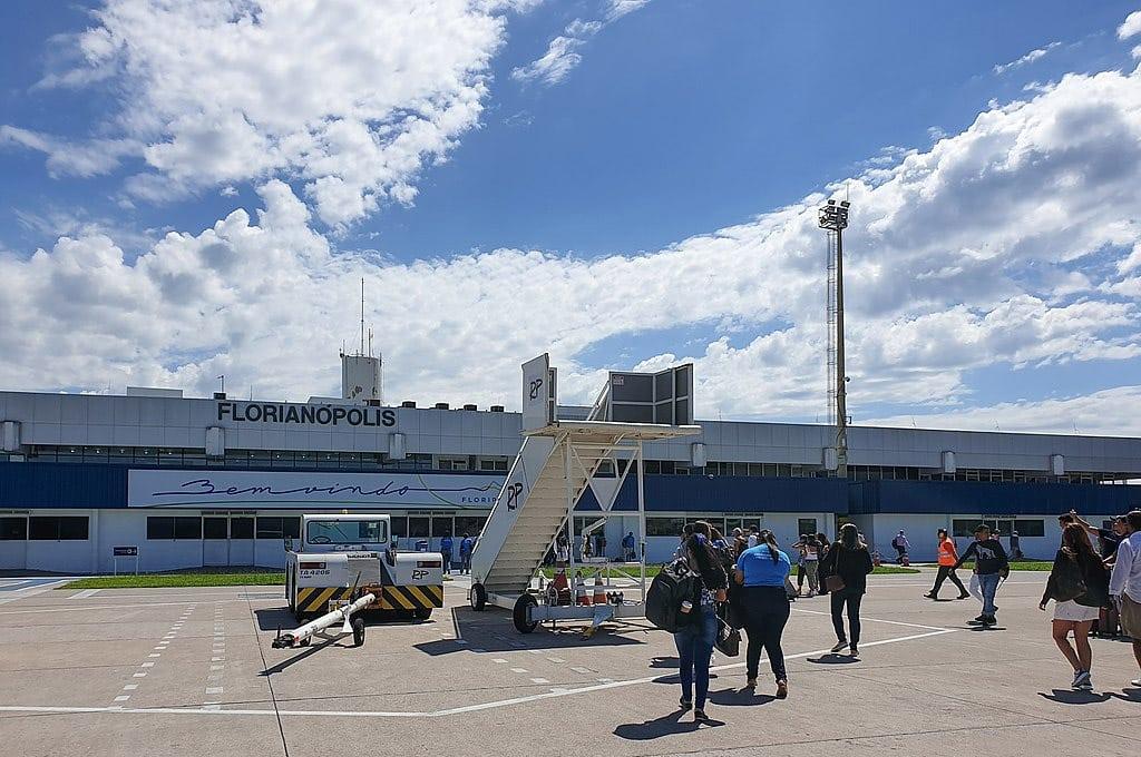 distância do aeroporto de florianópolis para balneário camboriú