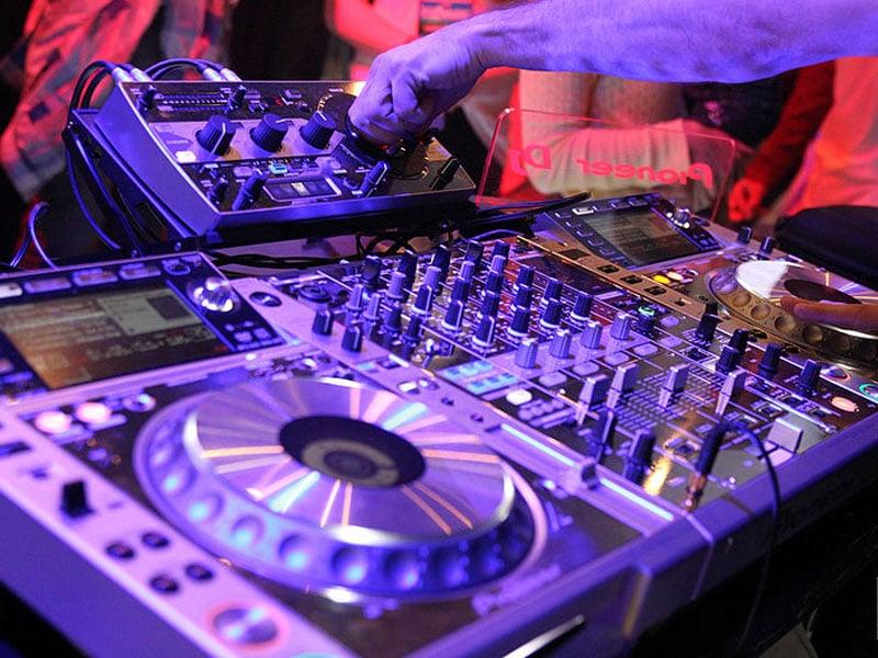 Baladas em Bruxelas com DJs