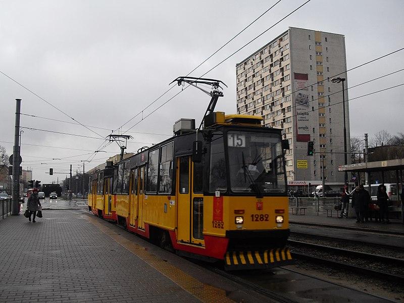 Qual transporte em Varsóvia é mais barato?