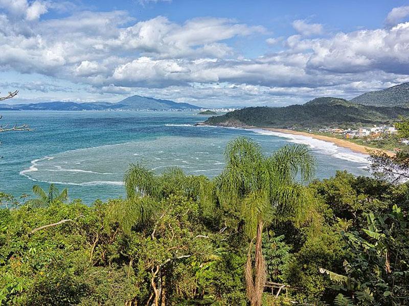 Praias de Balneário Camboriú com vista paradisíaca