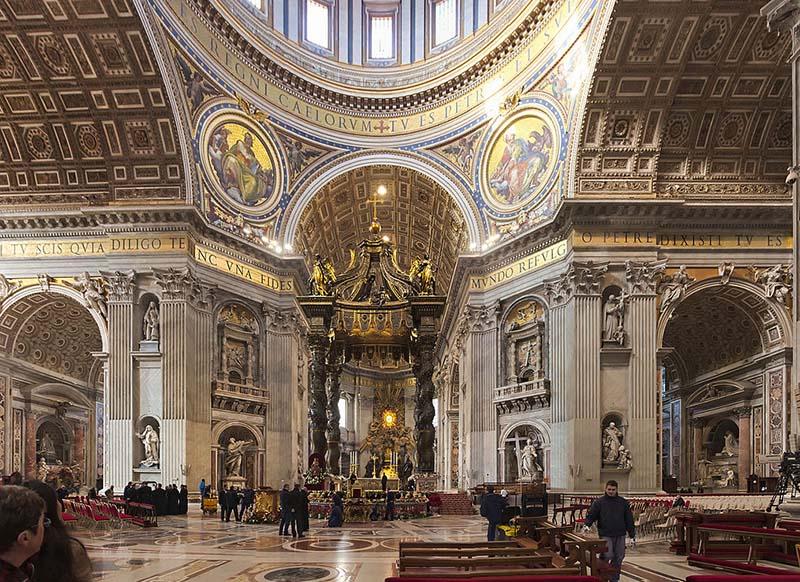 Altares da Basílica de São Pedro