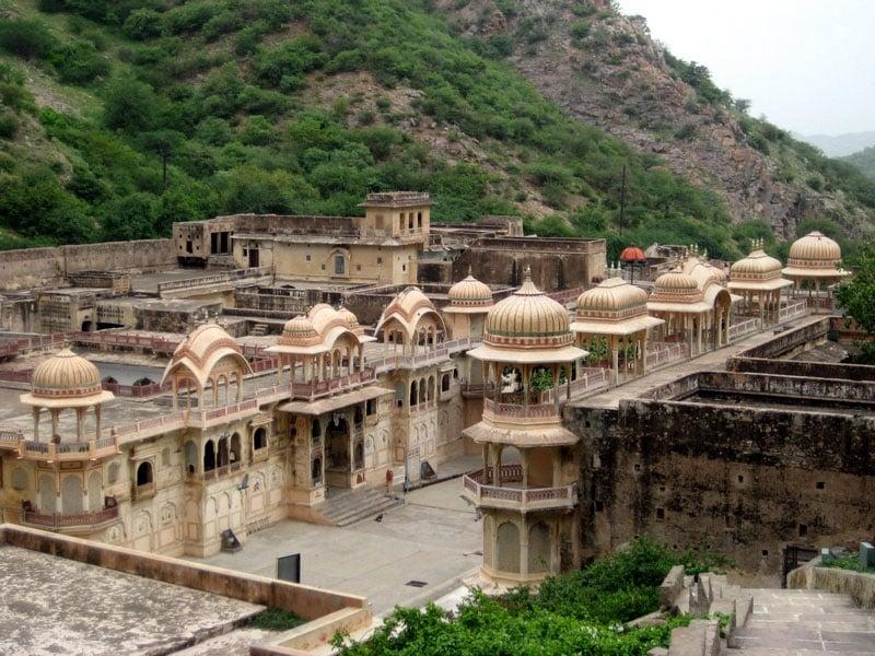 Cidades perto de Nova Deli com palácios