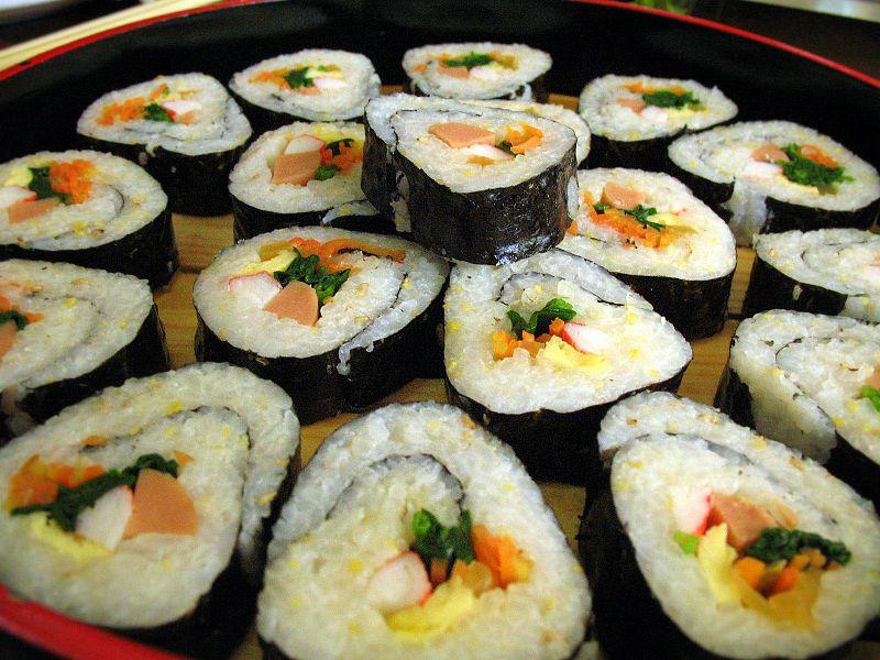 Comidas típicas da Coreia sushi
