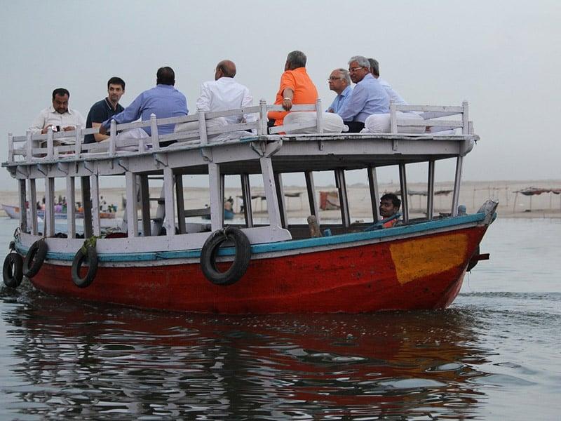 passeio de barco em varanasi