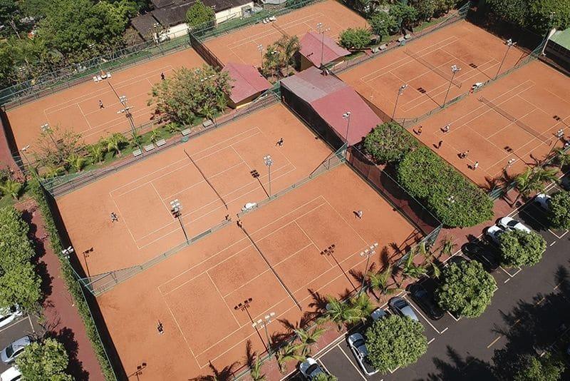 resort com quadra de tenis em sp