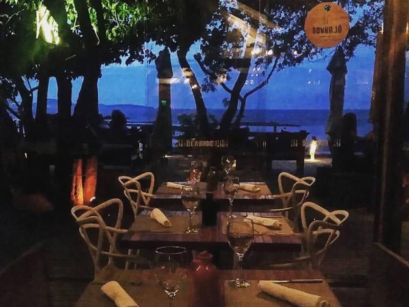 restaurante a beira mar em búzios