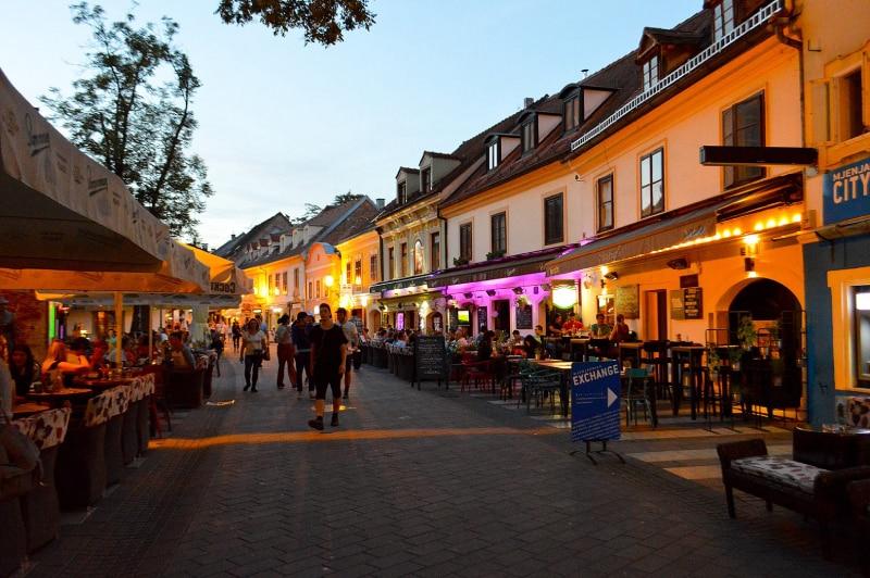 Restaurantes na rua de Zagreb