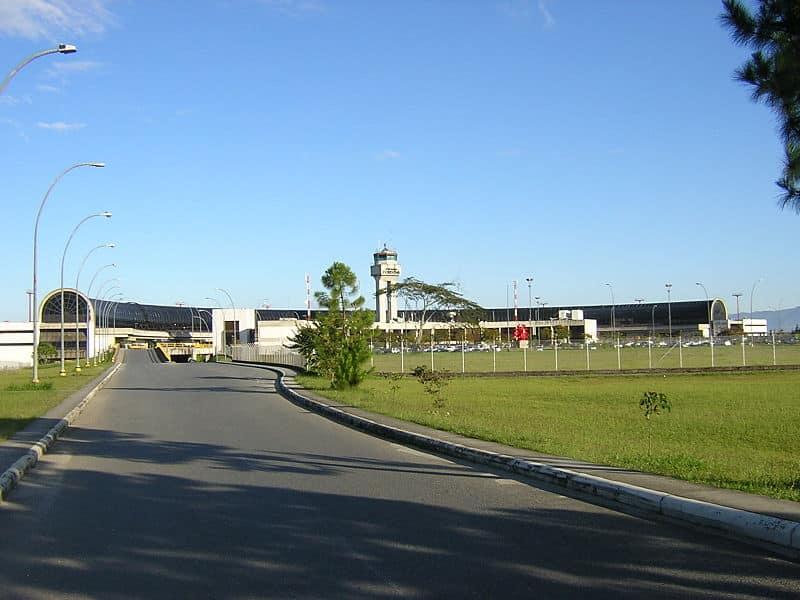 distancia do aeroporto de medellín para o centro