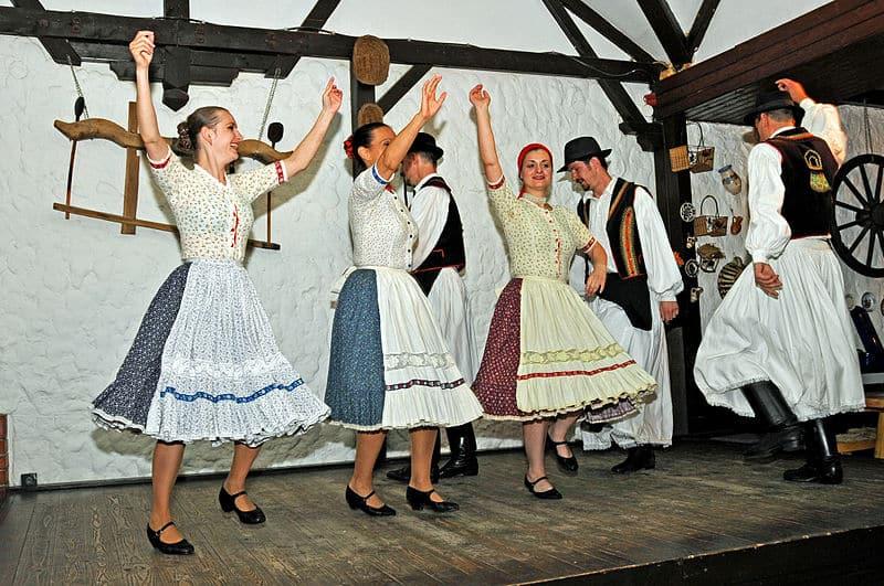Dança típica húngara