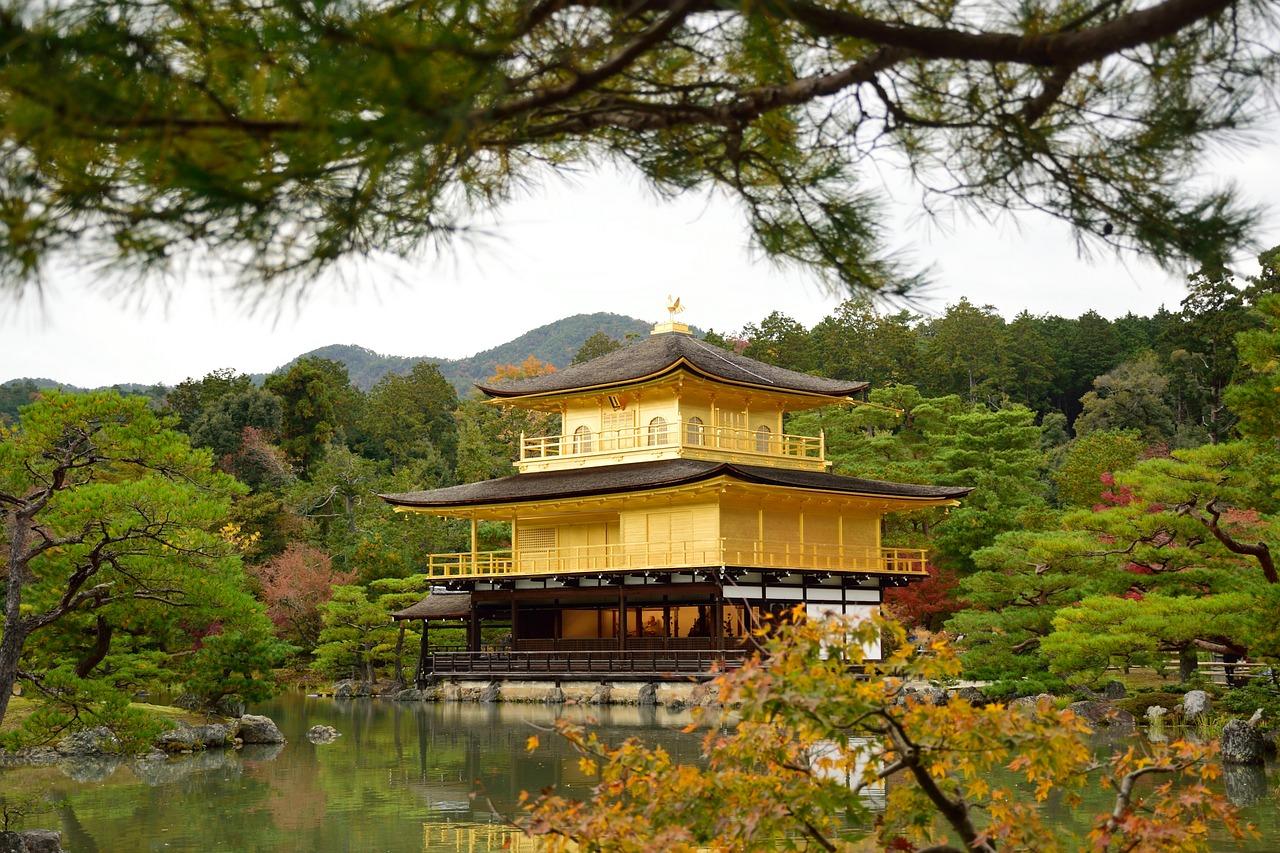 Castelo de ouro do Japão