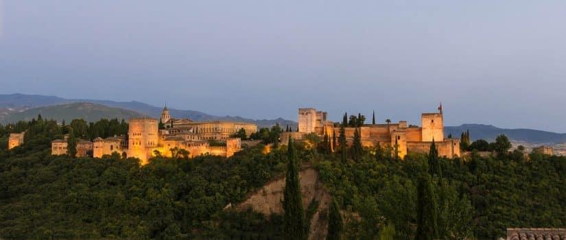 alhambra espanha quem construiu