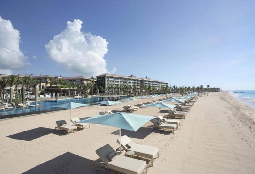 hotel com praia em bali