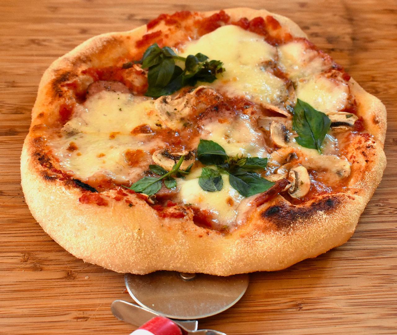 comer pizza em Roma
