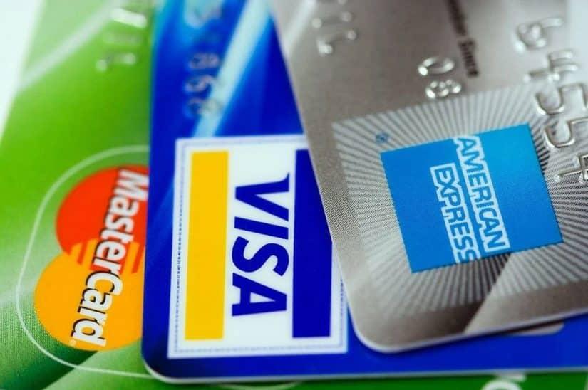 dinheiro em viagem internacional débito