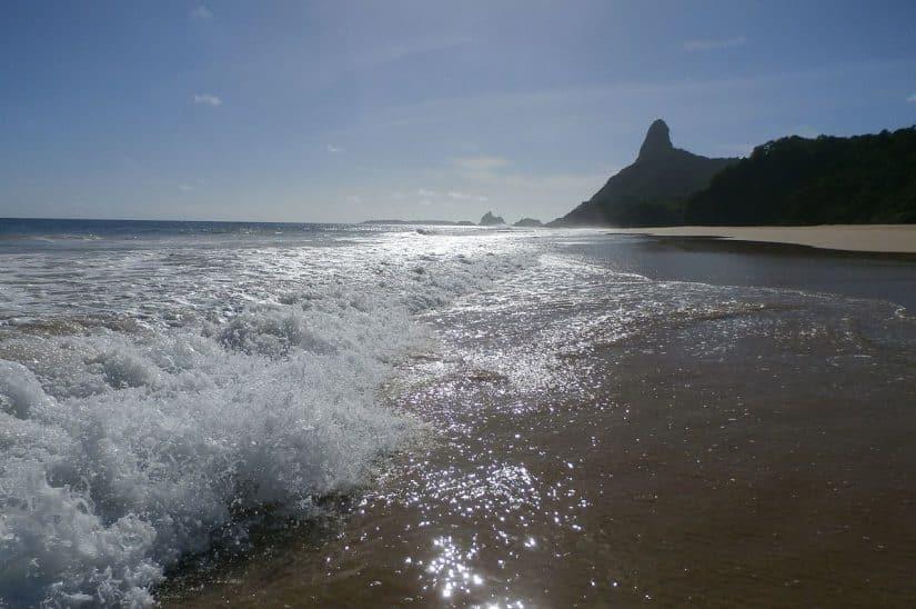 principais praias de Fernando de Noronha