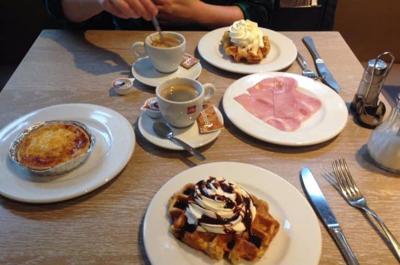 café da manhã belga