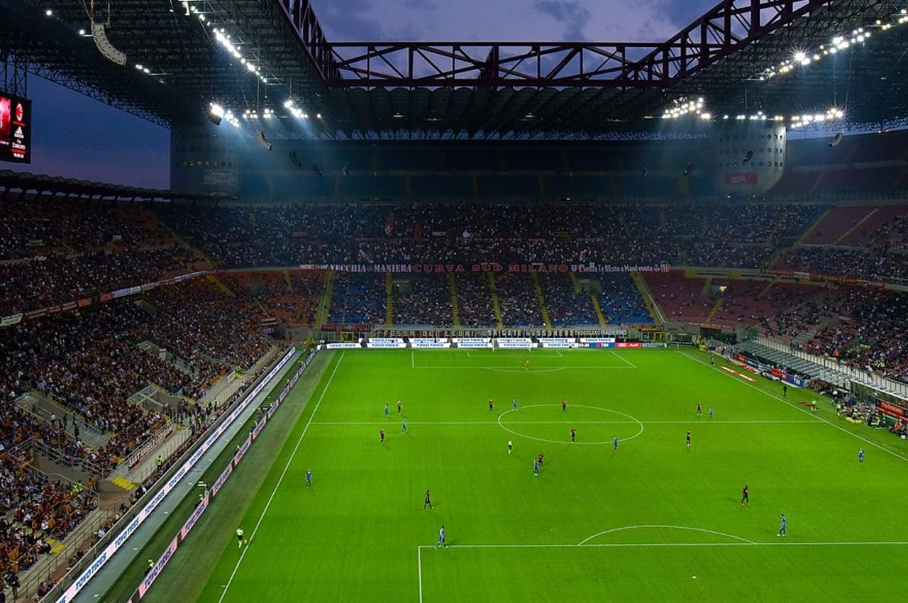 Jogo da Liga dos Campeões no San Siro, em Milão
