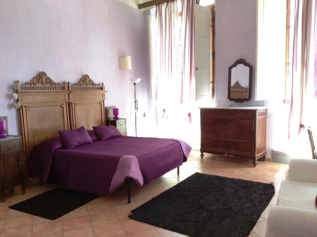 hotéis mais perto de Gal Galilei Airport