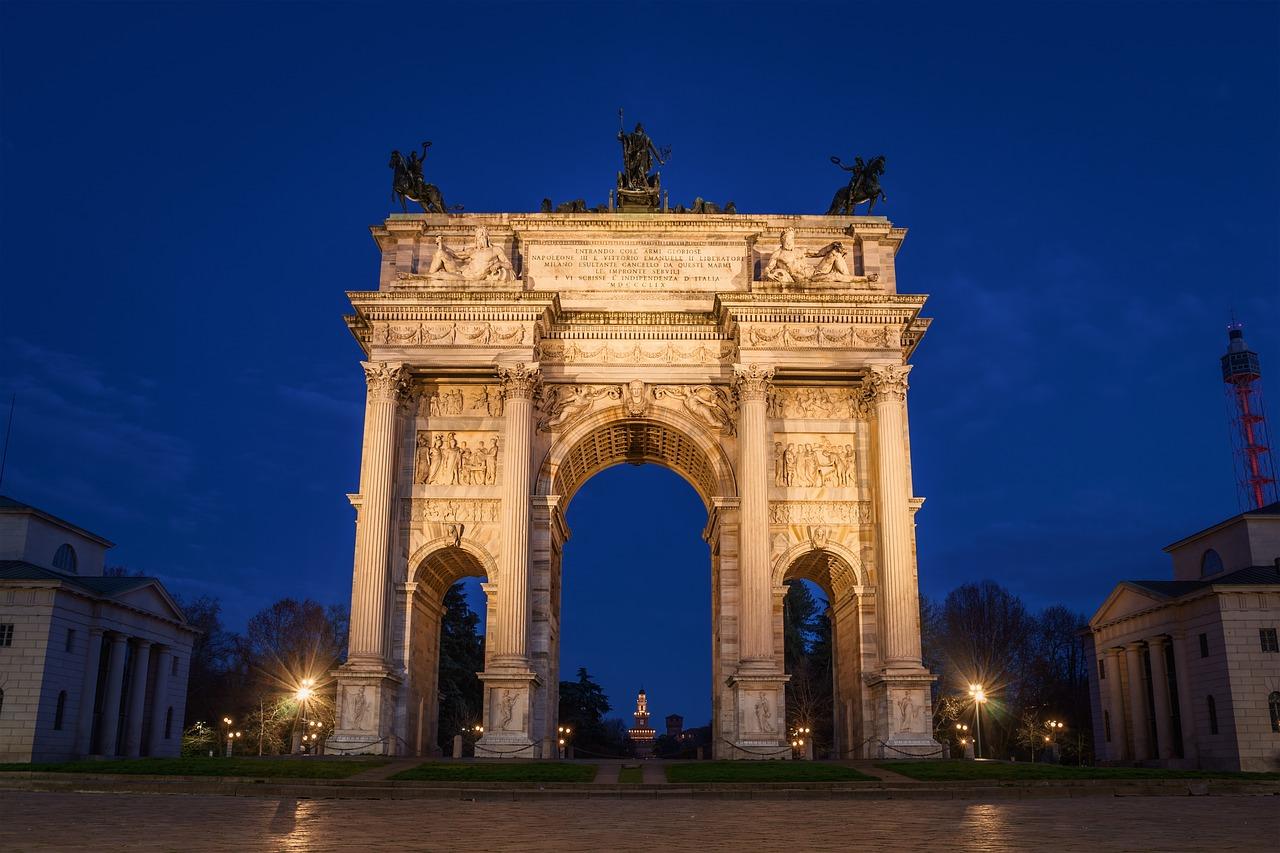 passeios em Milão à noite