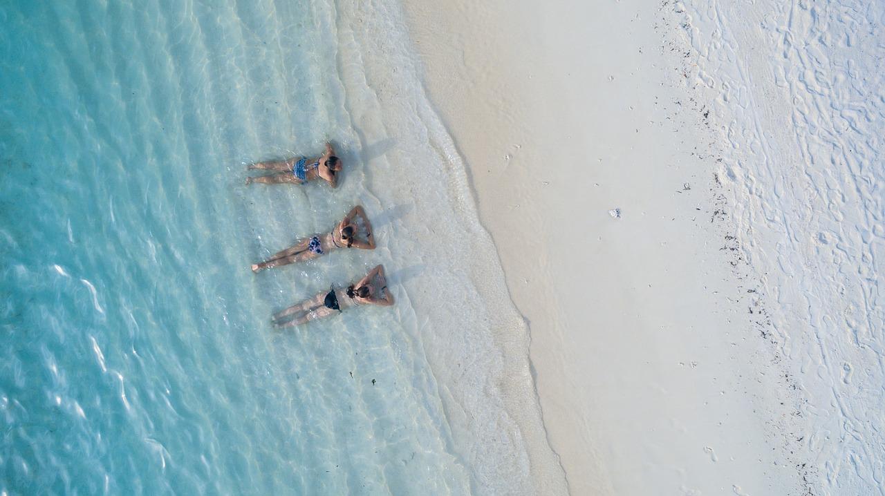 poses para fotos na praia casal