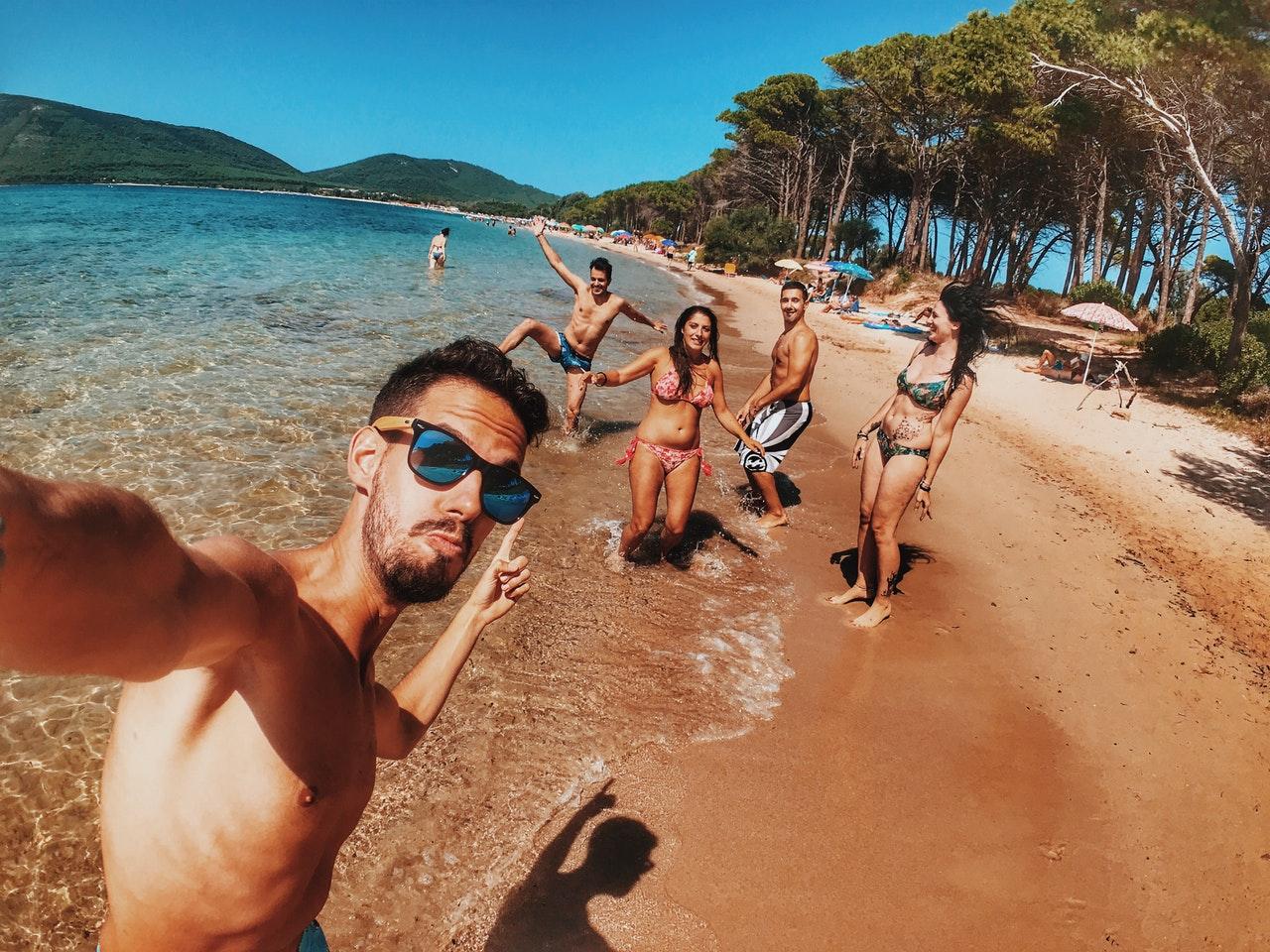 selfie com amigos na praia