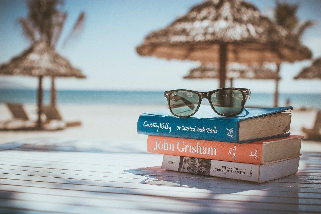 Fotos de livros na praia