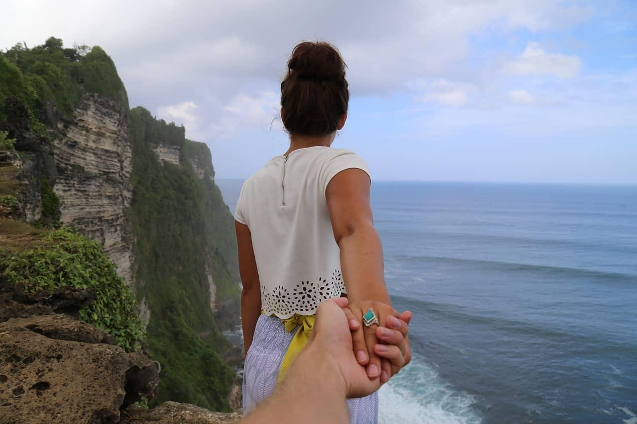 Foto cliché para casal na praia