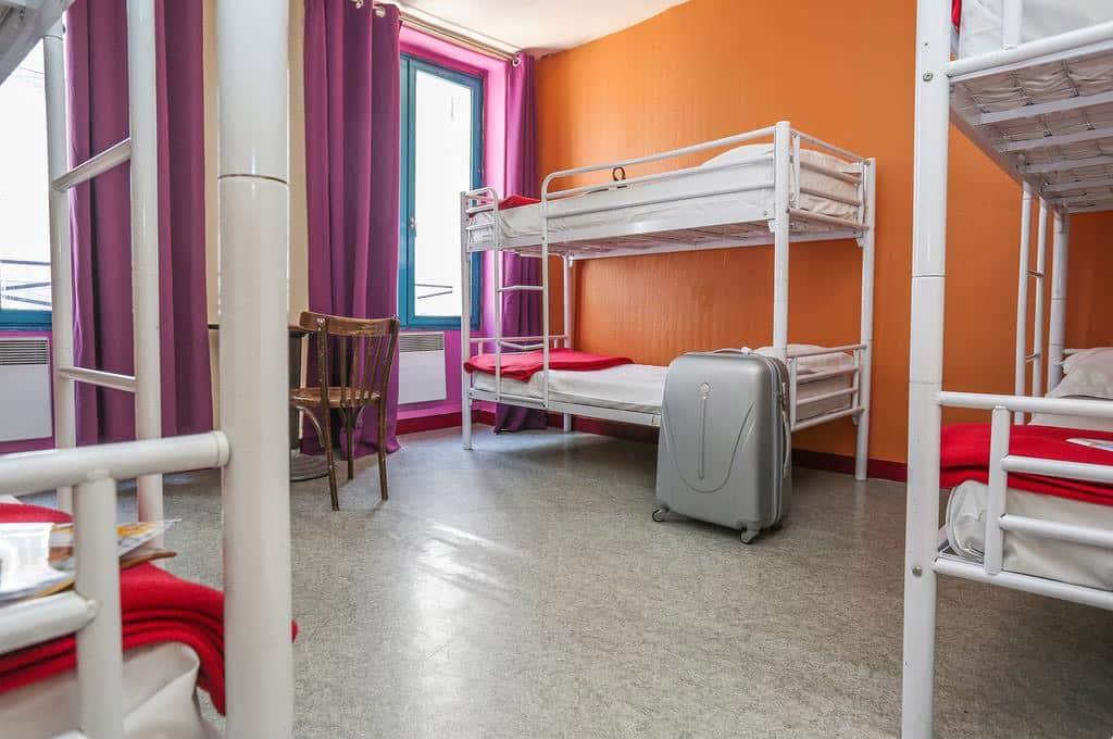 hostel paris booking