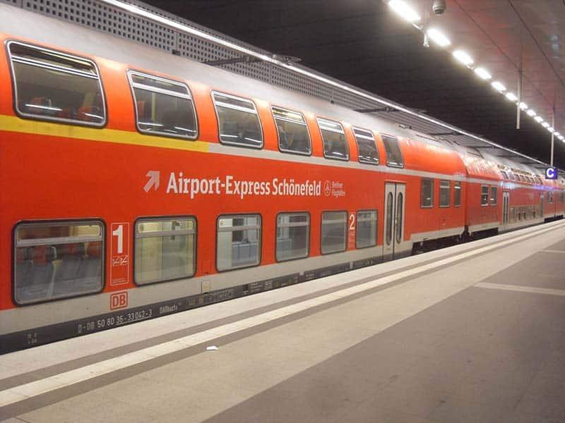 Trem do aeroporto de Schöenefeld ao centro de Berlim